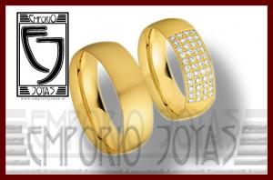 anillos de compromiso y argollas de matrimonio