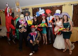 show de circo elegante para distribución de cotillón en fiesta
