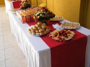 banquetes fiesta coctel pastelitos minichurrascos petitbouche pizetas