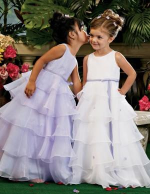 servicio de arriendo de vestidos de fiesta para niñas y jóvenes.