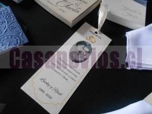 bellos llaveritos tallados para recuerdos de bodas.