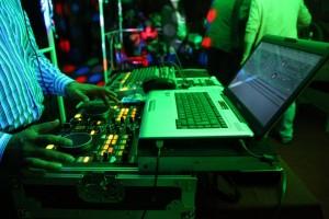 amplificacion, iluminacion, proyector de imagenes para bodas, bautizos