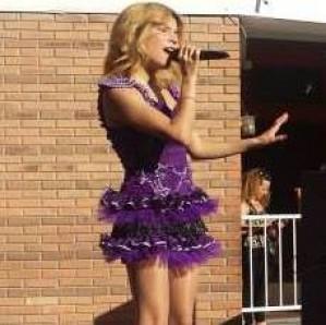 show de doble de violetta para todas sus fanaticas