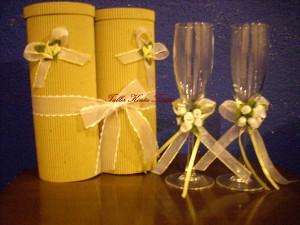 delicadas copas decoradas para tu primer brindis de casados.