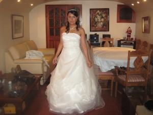 vendo mi vestido de novia,color marfil,solo un uso,regalo zapatos,velo, y..